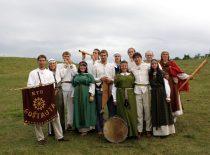 """Kauno technologijos universiteto studentų folkloro ansamblis """"Goštauta""""."""