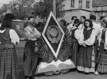 Kauno valstybinio Vytauto Didžiojo universiteto studentai Gegužės 1-osios parade, 1950 m.