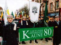 Kauno aukštųjų mokyklų studentų eisena Lietuvos universiteto 80-mečio proga, 2002 m.