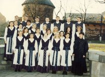 """KTU akademinis choras """"Jaunystė"""" su vadove Danguole Beinaryte, 1996 m."""