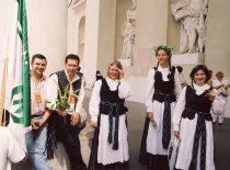 """KTU akademinis choras """"Jaunystė"""" pasaulio lietuvių dainų šventėje Vilniuje, 2003 m. (R. Misiukonio nuotr.)"""