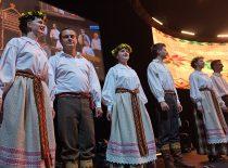"""KTU tautinio meno ansamlio """"Nemunas"""" pasirodymas Žalgirio arenoje 2017 m. rugsėjo 1 d. (J. Klėmano nuotr.)"""