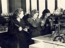 Vaclava Zelionkaitė with colleagues at the laboratory, 1960.