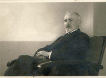 Prof. Vincas Čepinskis – fizikinės chemijos pradininkas Lietuvoje, Matematikos-gamtos fakulteto Fizikinės katedros vedėjas, 1932 m.