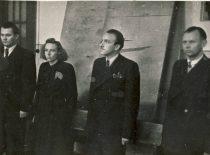 Diplomų gynimas Kauno valstybiniame Vytauto Didžiojo universitete 1950 m. rugsėjo 29 d. 2-oji iš kairės – V. Zelionkaitė, 3-iasis – R. Baltrušis. (Originalas – prof. R. Baltrušio archyve)