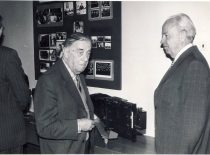 Prof. J. Janickis and prof. B. Stulpinas in the classroom, 1985.
