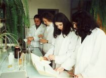 Students at the faculty's laboratory, 2003.