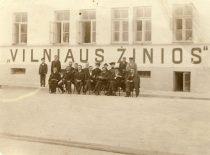 """Laikraščio """"Vilniaus žinios"""", kurį 1904 m., atgavus spaudą lietuviškais rašmenimis, pradėjo leisti P. Vileišis, redakcija. (Originalas – KTU bibliotekoje)"""