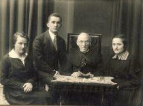 Prof. A. Dambrauskas-Jakštas with students, 1919. (Original is in KTU Library)