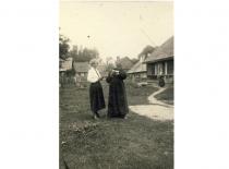 J. Tumas-Vaižgantas su Vyburyte. Birštonas, 1922 m. (Originalas – KTU bibliotekoje)