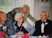Adolfo ir Jadvygos Damušių išlydėjimas į Lietuvą, 1997 m. (Iš A. Damušio šeimos archyvo)