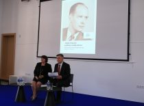 The days of political studies of Adolfas Damušis at Martynas Mažvydas National Library of Lithuania, 2017. Photograph: Director of the Library's Documentary Heritage Research Department J. Budriūnienė and journalist V. Vasiliauskas.