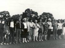 Baltijos kelio akcija, skirta Molotovo-Ribentropo pakto 50-osioms metinėms, 1989 m. Nuotraukoje: 4-asis iš dešinės – prof. L. Kumpikas.