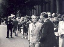 P. Varanauskas su KTU Sąjūdžio koordinacinės tarybos pirmininku Algirdu Katkumi prie KTU centrinių rūmų 1990 m. birželio 14 d. (Iš P. Varanausko archyvo)