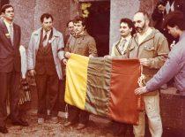 Prieš keliant tautinę vėliavą ant Karo muziejaus bokšto, 1989 m. spalio 9 d. (Iš A. Patacko archyvo)