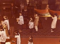 Sanctifying of the flag at Kaunas Cathedral, 9 October 1989. (From the archive of A. Patackas)