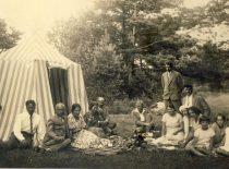 Free time with friends: doctor J. Nemeikša, writer A. Žukauskas Vienuolis, artist A. Žmuidzinavičius and their families. (S. Kairys is sitting in the centre).