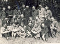 Students of Vytautas Magnus University with prof. S. Kairys and prof. S. Kolupaila, 1943.