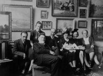 Visiting A. Žmuidzinavičius, 1937. From the left: J. Nemeikša, A. Žmuidzinavičius, V. Čarneckis, M. Nemeikšaitė, M. Žmuidzinavičienė.