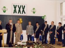 30th anniversary of the establishment of the faculty, 1998. Dean assoc. prof. B. Neverauskas congratulates the heads of the departments.