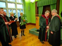 In 2000, the title of the Honourable Doctor of KTU was awarded to the professor of the USA universities, scientist in the area of management prof. Feliksas Palubinskas.