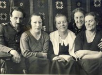 With sisters at the kindergarten of Marytė Nemeikšaitė