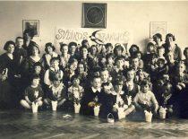 Sister Marytė Nemeikšaitė (in the centre) with children at the kindergarten.