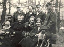 With doctor Benjaminas Petrovas and sister Marytė in Alytus, 1921.