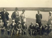 J. Nemeikša, A. Žmuidzinavičius, M. Nemeikšaitė with children.