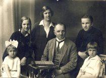 Family of Prof. K. Vasiliauskas, 1926. From the left: daughters Marija and Danutė, wife Marija Giedraitytė, prof. K. Vasiliauskas, sons Medardas and Gediminas.