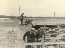 Second-year students of the Faculty of Construction of Kaunas Polytechnic Institute at the construction of Kaunas Hydroelectric Power Plant, 1956. (Original is in KTU Museum).