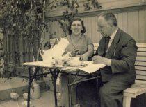 Prof. K. Vasiliauskas with his wife Marija in the yard of their home in Freda, 1930s.